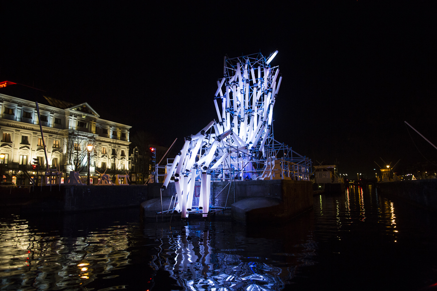 The `Nexus` structure by Viktor Vicsek, here at Amsterdam Light Festival, creates unity