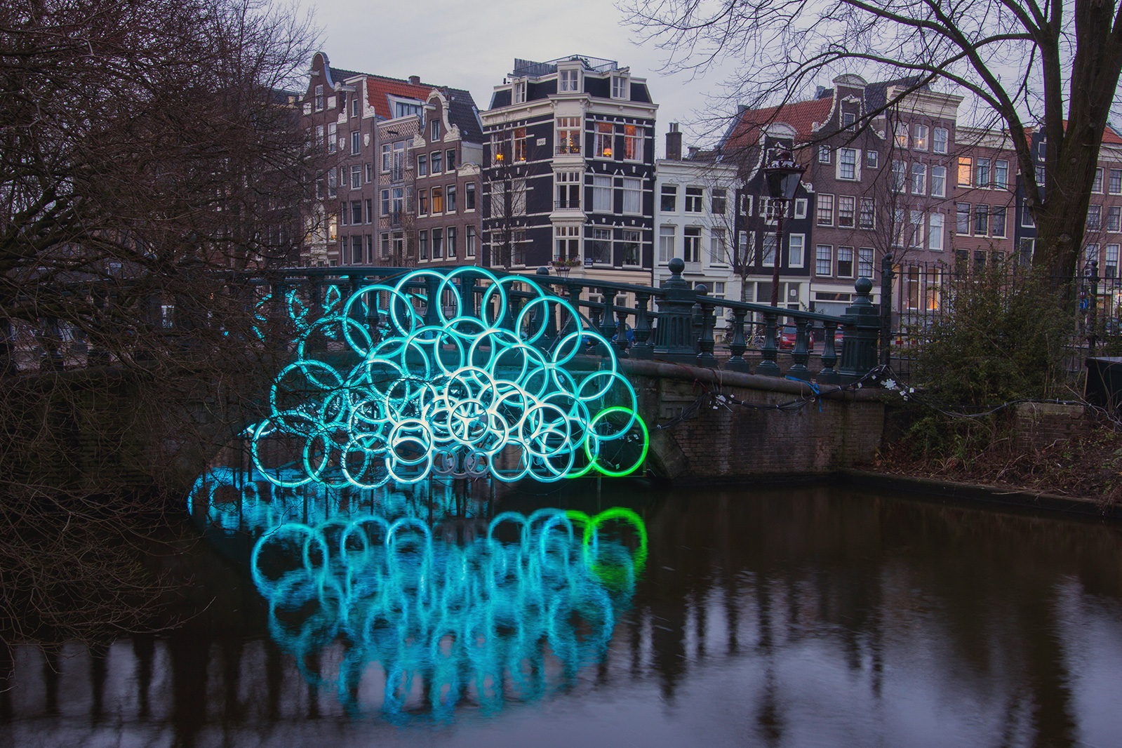 The Friendala artwork by Oh my light! Studio at Amsterdam Light Festival symbolise unity and integration